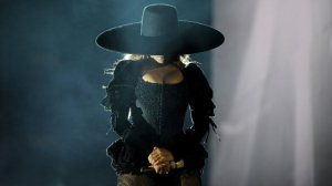 beyonce--performs-during-the-formation-world-tour-at-the-rose-bowl-california-2016-1463379069-list-handheld-0